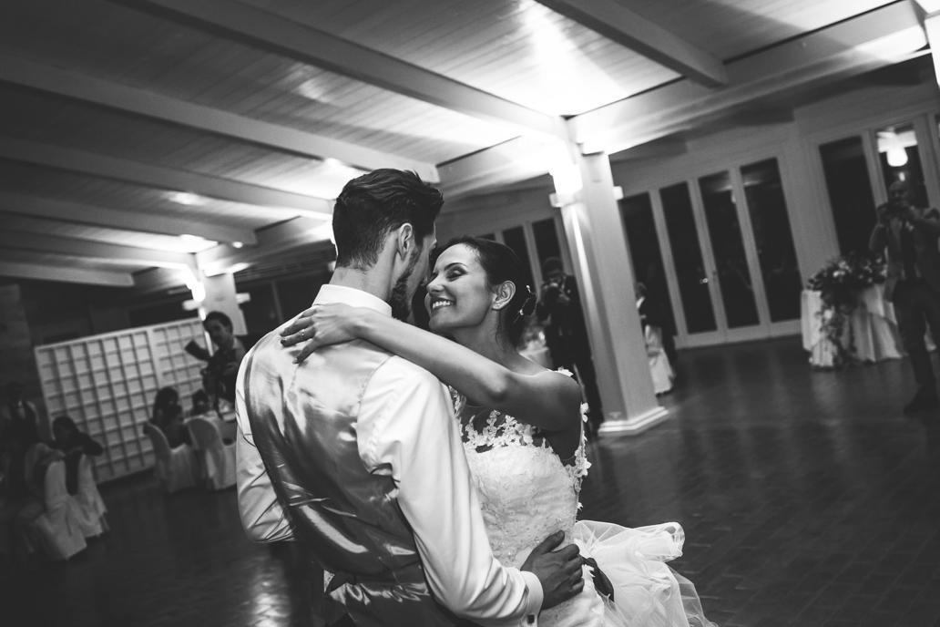 Fotografo di matrimonio giovane matera basilicata per foto di reportage spontanee e naturali