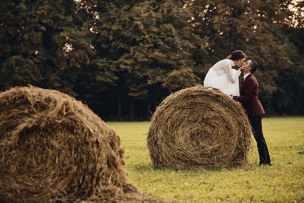 Foto matrimonio non in posa naturali ritratti spontanei villa Papafava a Rovolon ricevimento shabby chic ristico con fieno e truccatrice matrimonio elegante e giovane in fotografo di matrimonio stil reportage tradizionale