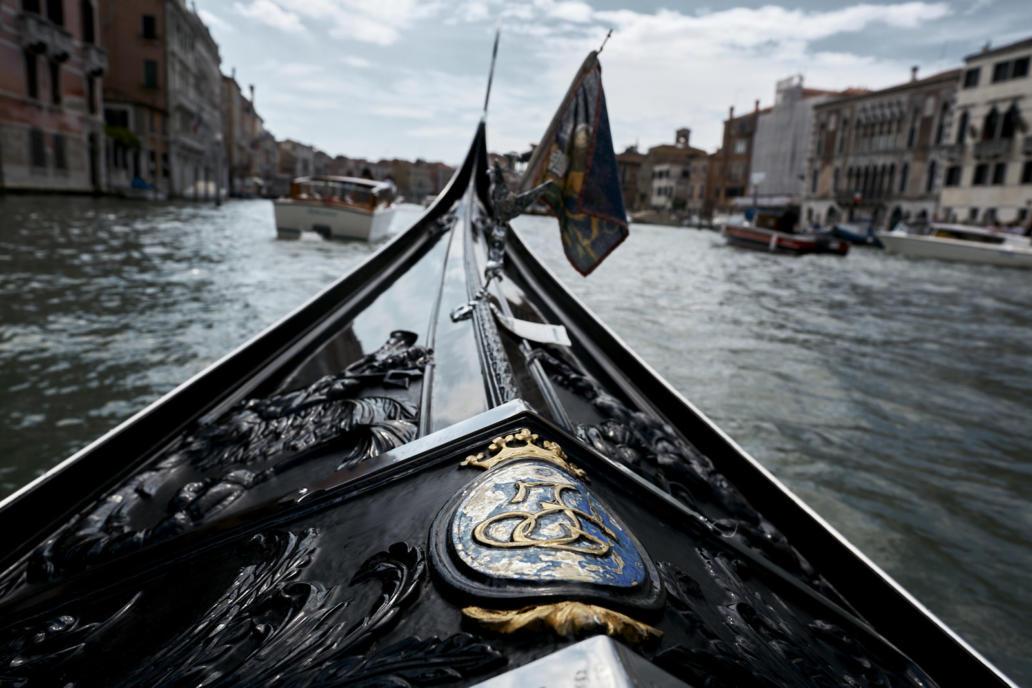 matrimonio a venezia in gondola con wedding planner regency cerimonia civile foto spontanee reportage fotografico di matrimonio fotografo a venezia