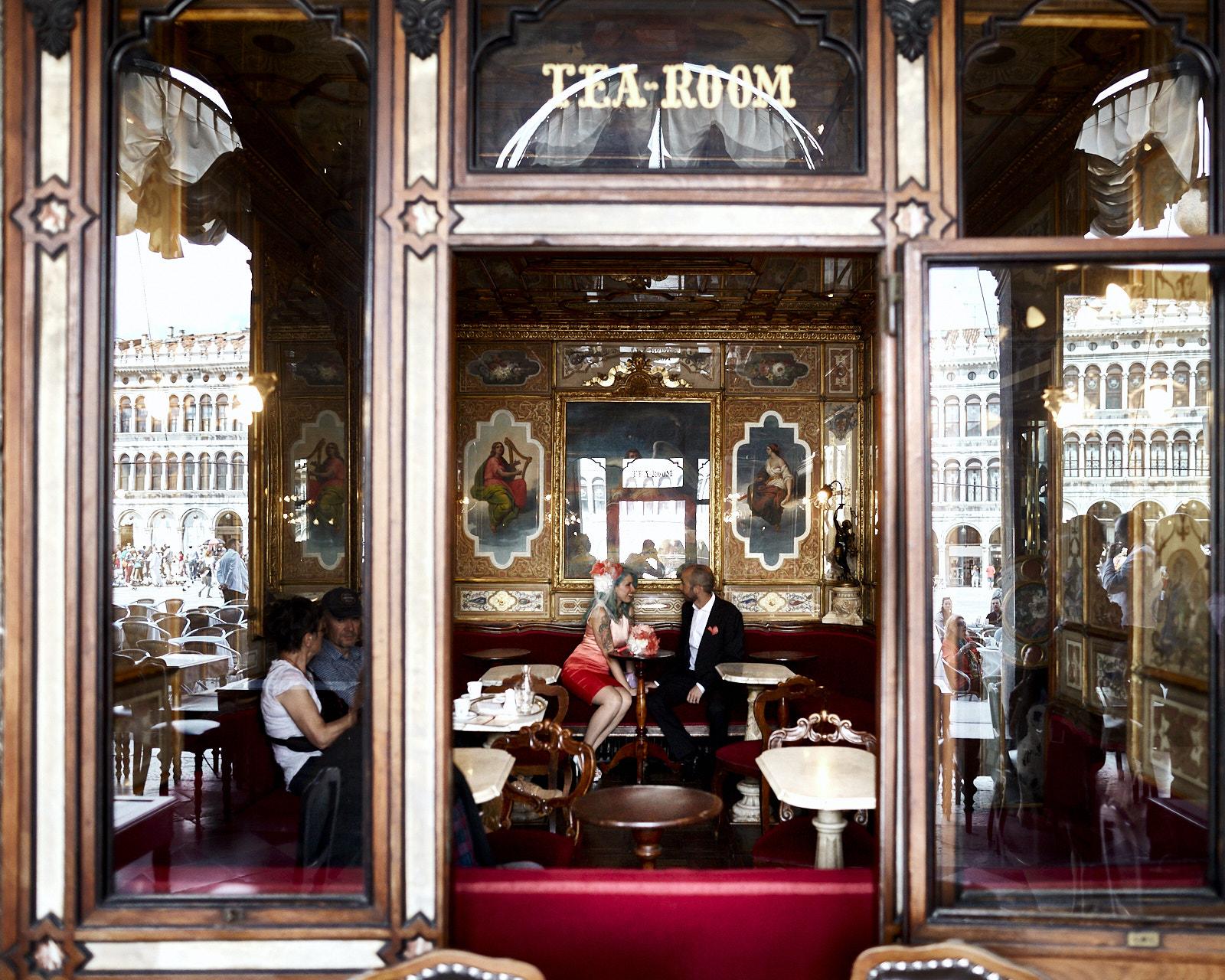 SARAH & SANTI | Un matrimonio a Venezia con i colori della Spagna più eccentrica.